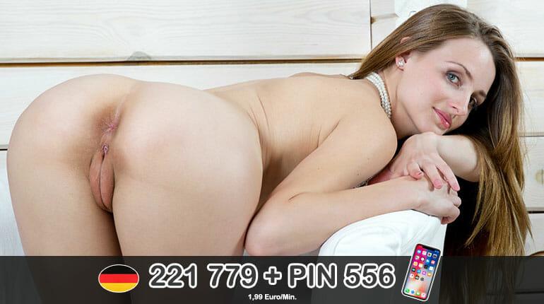 Beim Sex am Telefon mit dem Dildo im Arsch