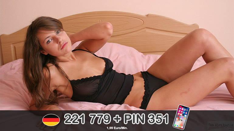 Deutsche Schülerin nackt beim Telefonsex masturbieren