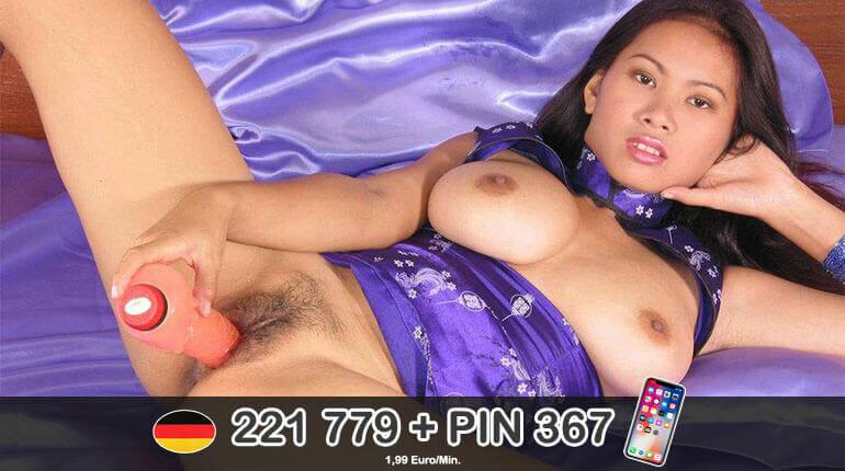 Haarige Asia Muschi mit Dildo gefickt am Telefon