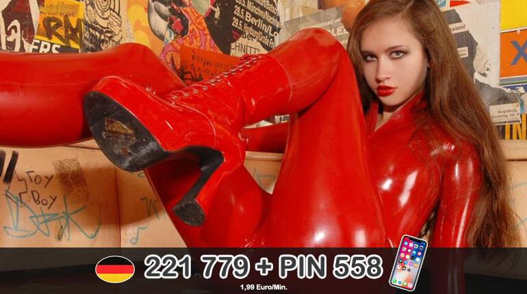 Im roten Latex Anzug beim Fetisch Sex am Telefon live