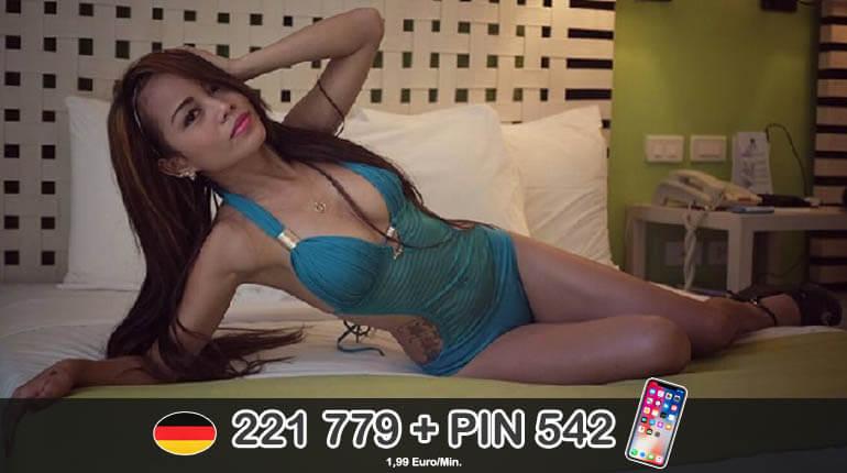 Sexy Asiatin bietet Live Sex am Telefon